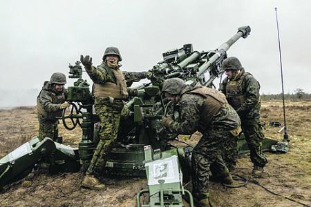 Проведение боевых операций сегодня предваряется мощной информационной подготовкой. Фото с сайта www.nato.int