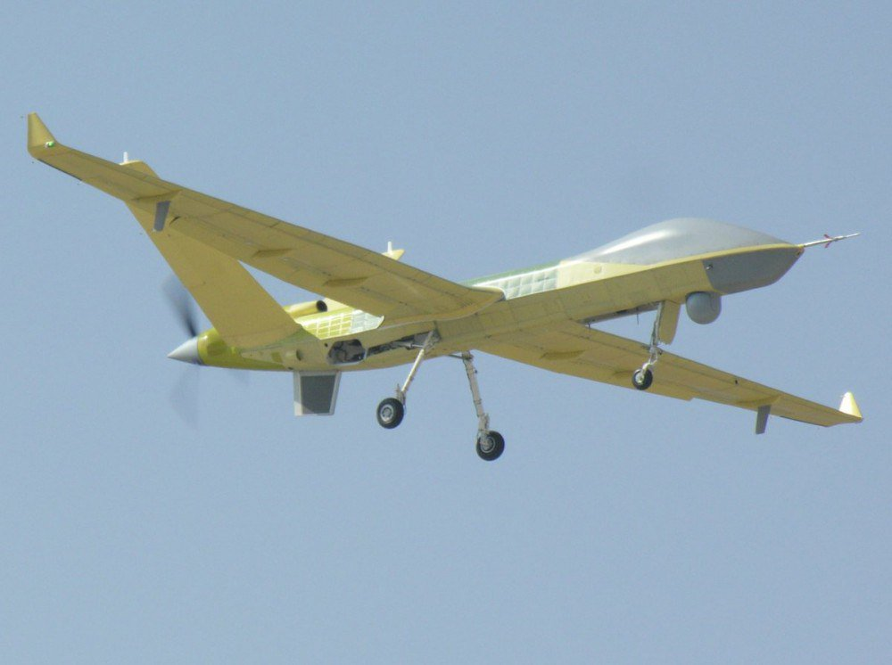 Первый летный опытный образец нового китайского разведывательно-ударного беспилотного летательного аппарата большой дальности Pterodactyl II (Wing Loong II) в первом полете. Чэнду, 27.02.2017