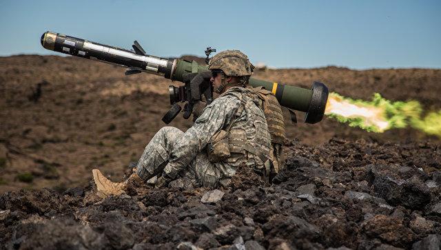 Американский переносной противотанковый ракетный комплекс (ПТРК) FGM-148 Javelin. Архивное фото.