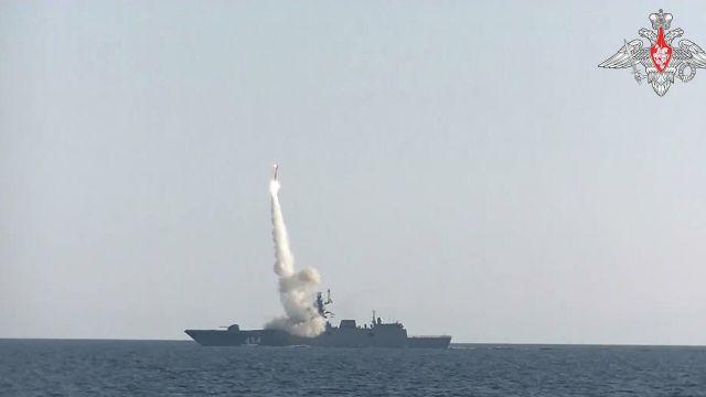 """Пуск гиперзвуковой ракеты """"Циркон"""" с борта фрегата """"Адмирал Горшков"""" в Баренцевом море"""