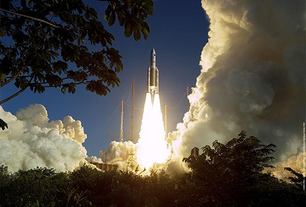 Пуск ракеты Ariane 5 с Куру во Французской Гвиане.