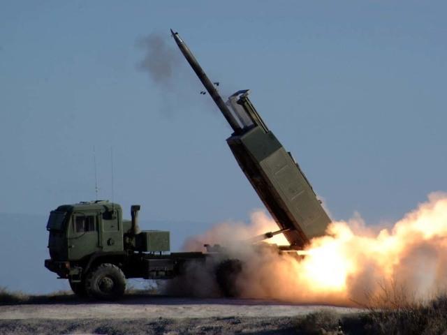 Пуск ракеты из M142 HIMARS