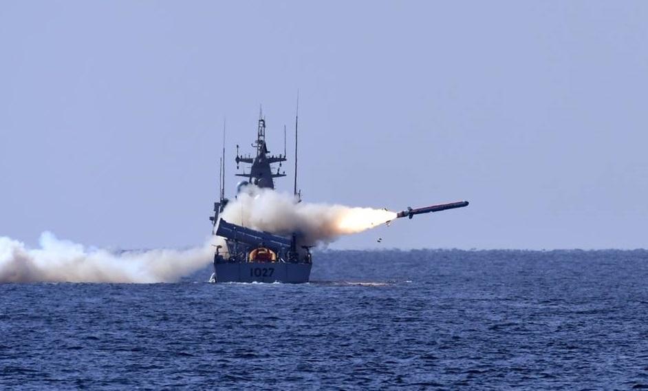 Пуск противокорабельной крылатой ракеты Harbah пакистанской разработки с большого ракетного катера Himmat ВМС Пакистана, 03.01.2018.
