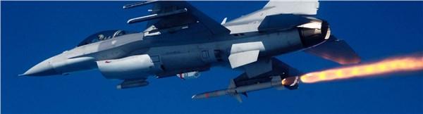 Пуск ПРР AGM-88B HARM с борта истребителя F-16.