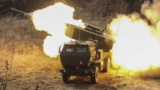 Пуск ракеты из M142 HIMARS.