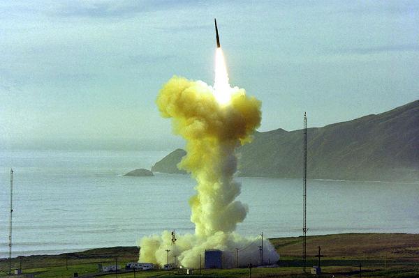 Пуск ракеты LGM-30 Minuteman III.