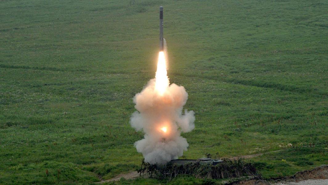 """Пуск ракеты с берегового ракетного комплекса """"Бастион""""."""