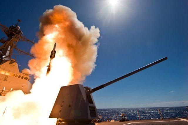 Пуск ракеты SM-6 с ракетного эсминца John Paul Jones (DDG 53).