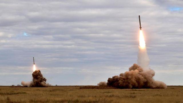 """Пуски крылатых ракет оперативно-тактического ракетного комплекса """"Искандер-М"""" на полигоне Капустин Яр"""