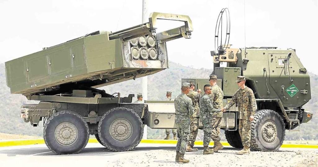 Пусковая установка М142 ракетной системы High Mobility Artillery Rocket Systems (HIMARS) Корпуса морской пехоты США во время совместных учений на Филиппинах, 15.04.2016.