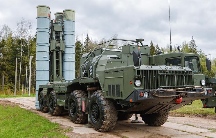 """Пусковая установка зенитных ракет комплекса С-400 """"Триумф""""."""
