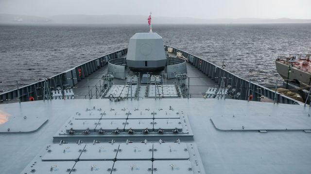 "Пусковые шахты ракет ""Калибр"" на борту фрегата проекта 22350 ""Адмирал флота Касатонов"" в порту Североморска"