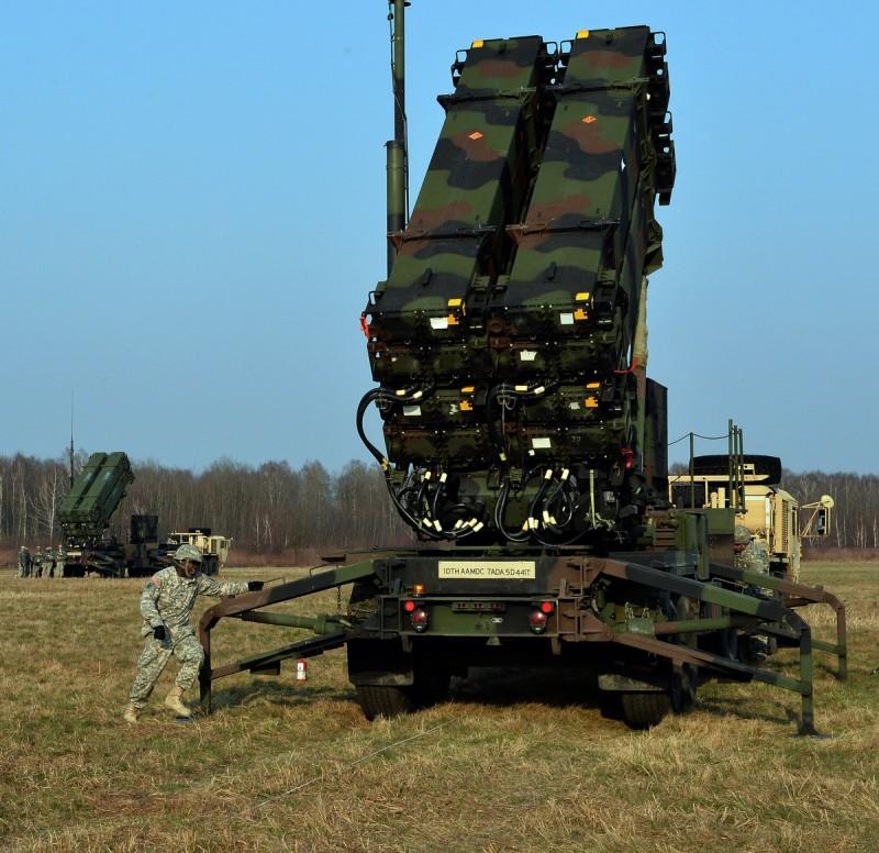 Пусковые установки М903 с противоракетами РАС-3 американской зенитной ракетной системы Patriot из состава армии США во время развертывания в ходе совместных учений около Сохачева (Польша).