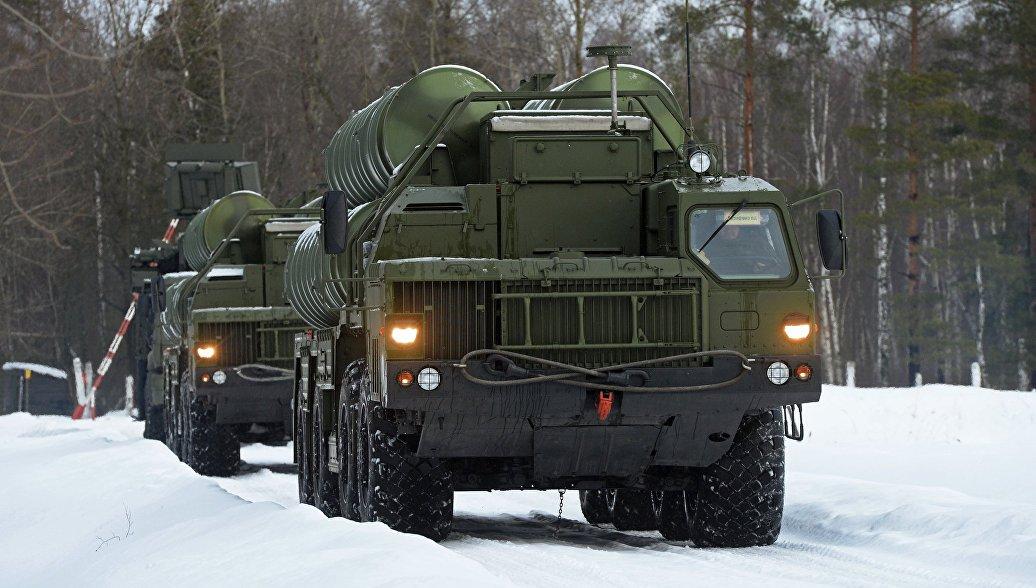 Пусковые установки зенитной ракетной системы С-400 Триумф. Архивное фото.