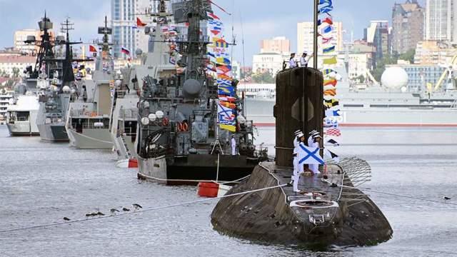 Военно-морской парад в Санкт-Петербурге в честь Дня ВМФ.