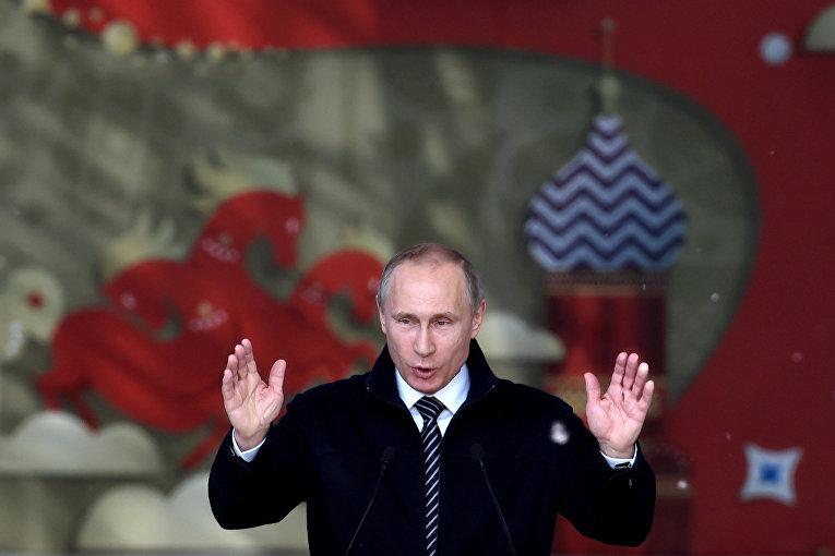 1 июня 2016. Президент России Владимир Путин выступает на церемонии старта волонтёрской программы Кубка конфедераций FIFA 2017 и чемпионата мира по футболу FIFA 2018.