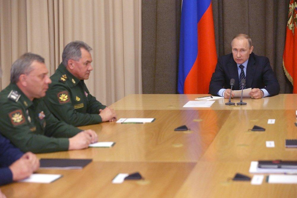 Владимир Путин проводит совещание с военачальниками и руководством оборонно-промышленного комплекса.
