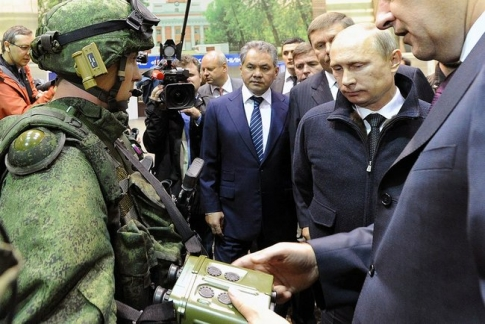 В.В. Путин во время посещения концерна «Калашников» 18 сентября 2013г.