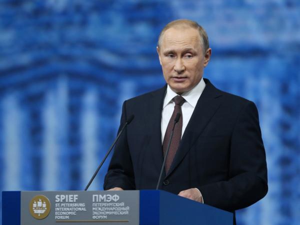 Президент России Владимир Путин во время выступления на пленарном заседании Петербургского международного экономического форума. Июнь 2016г.