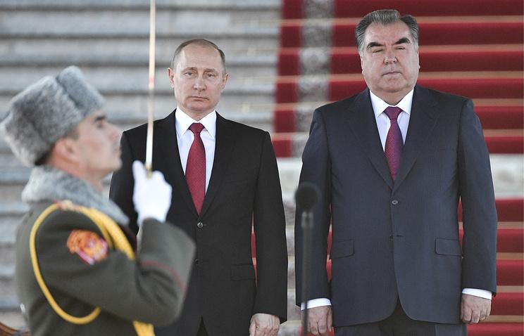 Президент России Владимир Путин и президент Таджикистана Эмомали Рахмон.