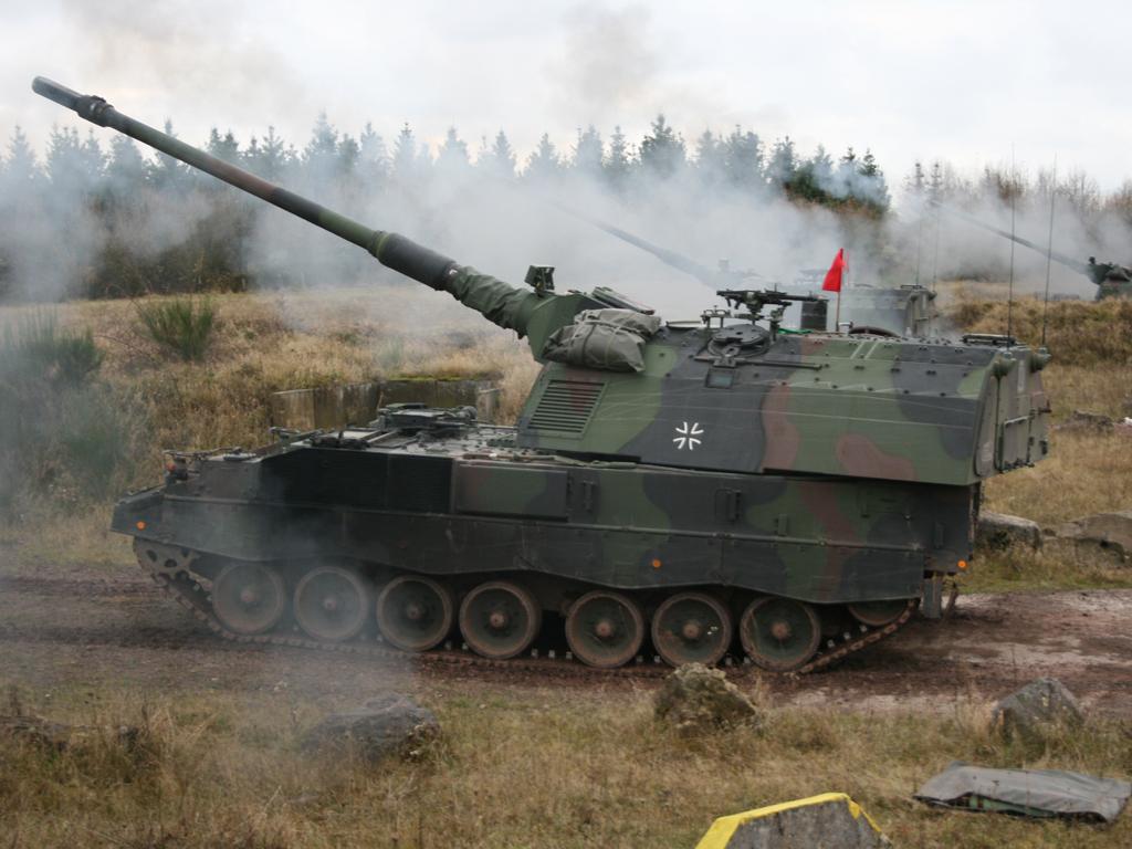 155-мм/52 самоходные гаубицы PzH 2000 германской армии. Снимок 2012 года.