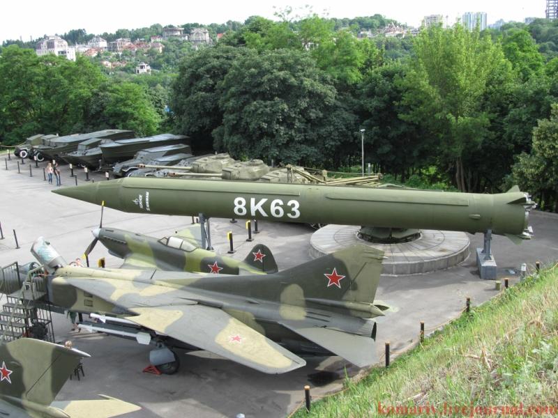 Жидкостная одноступенчатая баллистическая ракета средней дальности (БРСД) наземного базирования Р-12 (8К63, SS-4 Sandal)