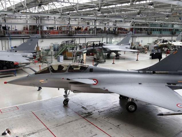 Сборочная линия истребителей Dassault Rafale на головном предприятии компании Dassault Aviation в Мериньяке, Франция.