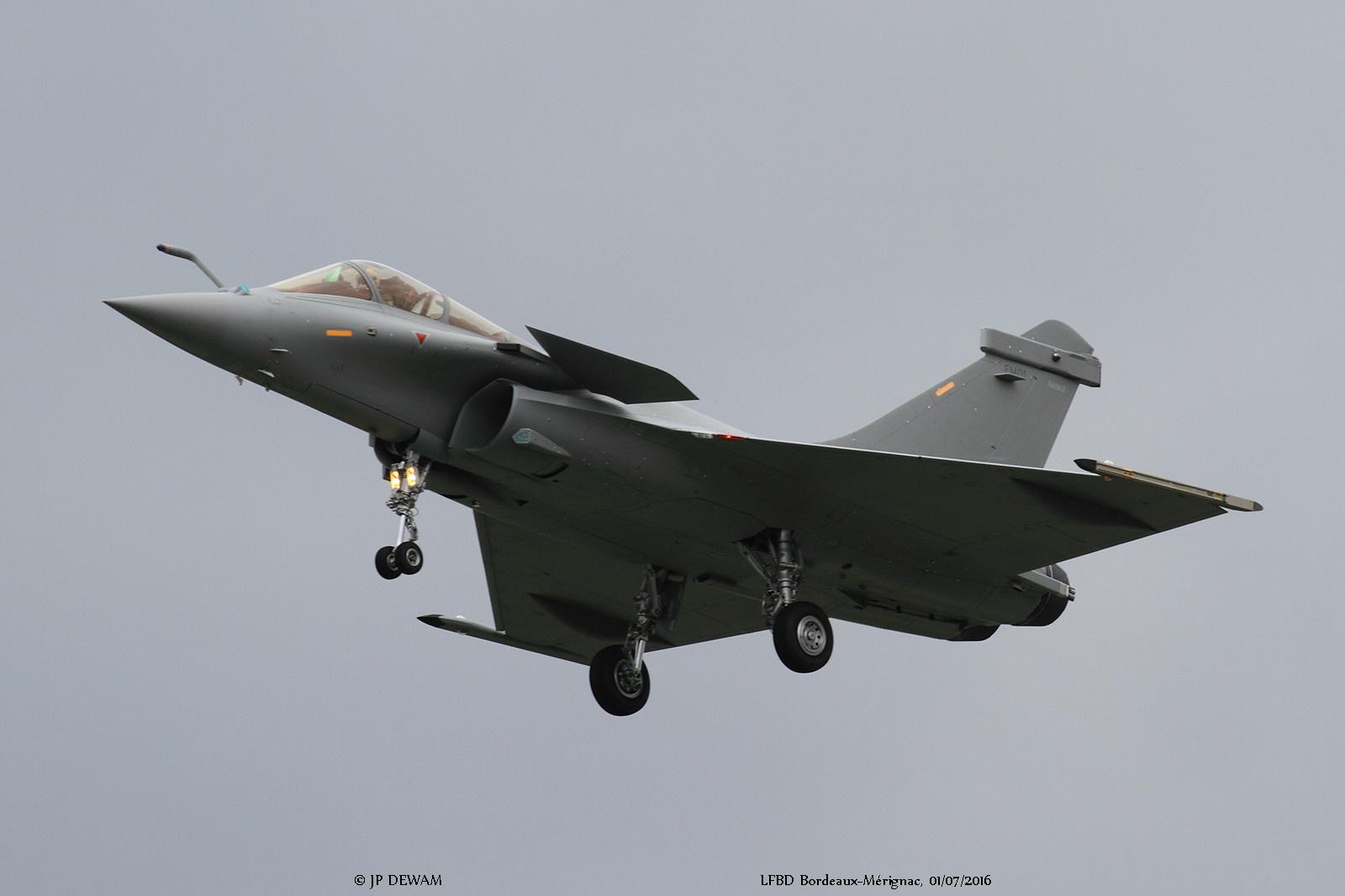 Первый построенный для Египта на предприятии французской компании Dassault Aviation одноместный истребитель Rafale EM (серийный номер ЕМ01). Мериньяк, 01.07.2016.