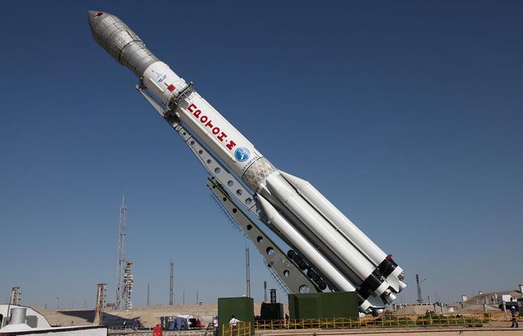 """Ракета-носитель """"Протон-М"""" на стартовом комплексе космодрома Байконур."""