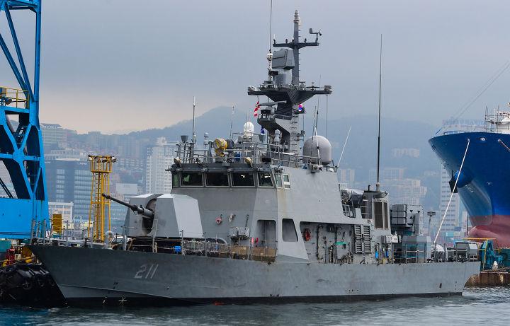 Головной южнокорейский ракетно-артиллерийский катер PKMR 211 Chamsuri-211 нового типа PKX-B перед вводом в строй ВМС Южной Кореи.