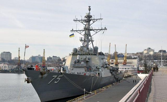 """Ракетный эсминец США """"Дональд Кук"""" вошел в порт Одессы"""