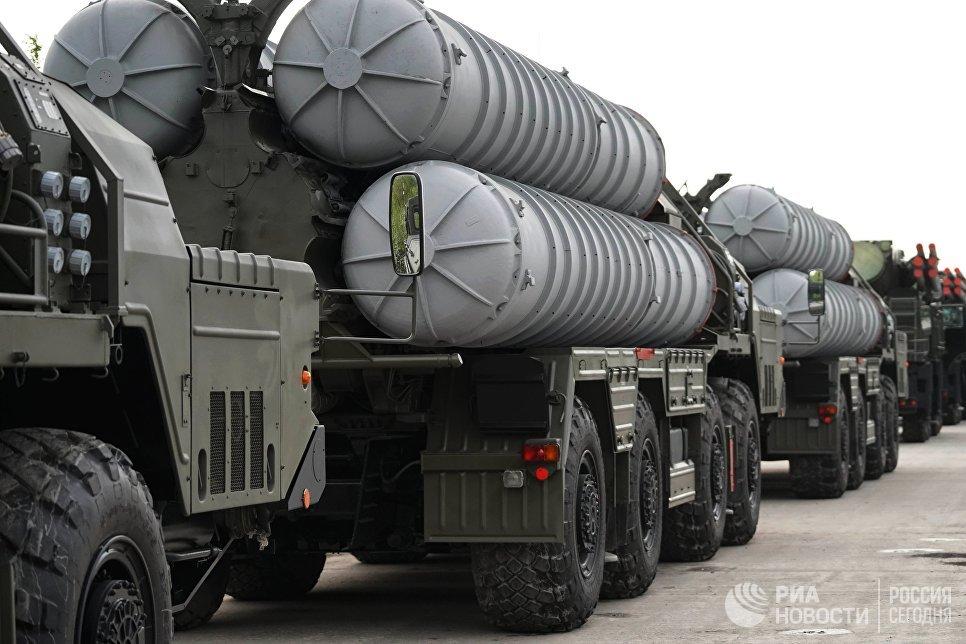Ракетный комплекс С-400. Архивное фото.
