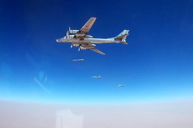 Ракетоносец-бомбардировщик Ту-95МСМ наносит удары ракетами Х-101.