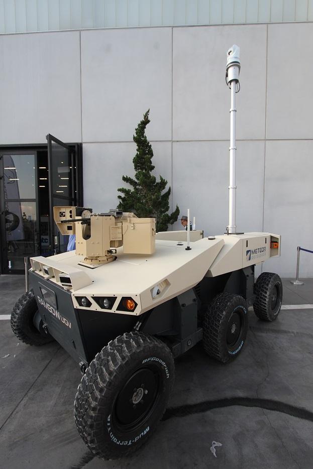 Сухопутное роботизированное средство Rambow. 4-тонный аппарат был представлен израильской компанией Meteor Aerospace. В качестве полезной нагрузки на Rambow могут устанавливаться крупнокалиберный пулемет, либо другие системы оружия в зависимости от выполняемых задач. Ришон ле-Цион (Израиль), 18.09.2017.