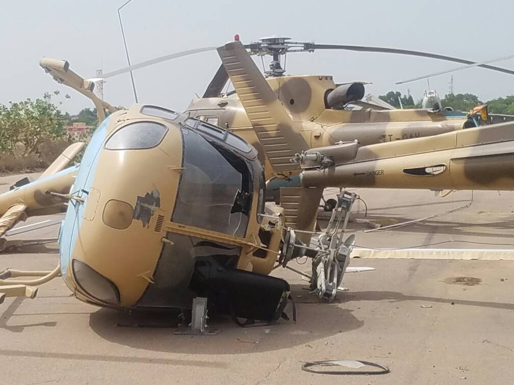 Разбитые и поврежденные ураганом вертолеты Eurocopter AS550С2 Fennec ВВС Чада. Шесть вертолетов этого типа были куплены Чадом в 2010 году из наличия ВВС Сингапура. Нджамена, 01.07.2017.