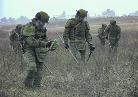 Разминирование территории Нагорного Карабаха - одна из актуальных задач российских инженерных подразделений. Фото с сайта www.mil.ru