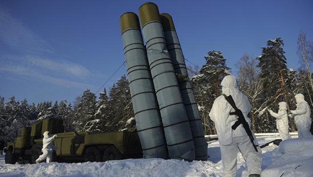 Развертывание надувного макета зенитного ракетного комплекса С-300.