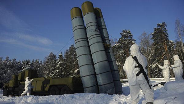 Развертывание надувного макета зенитного ракетного комплекса С-300