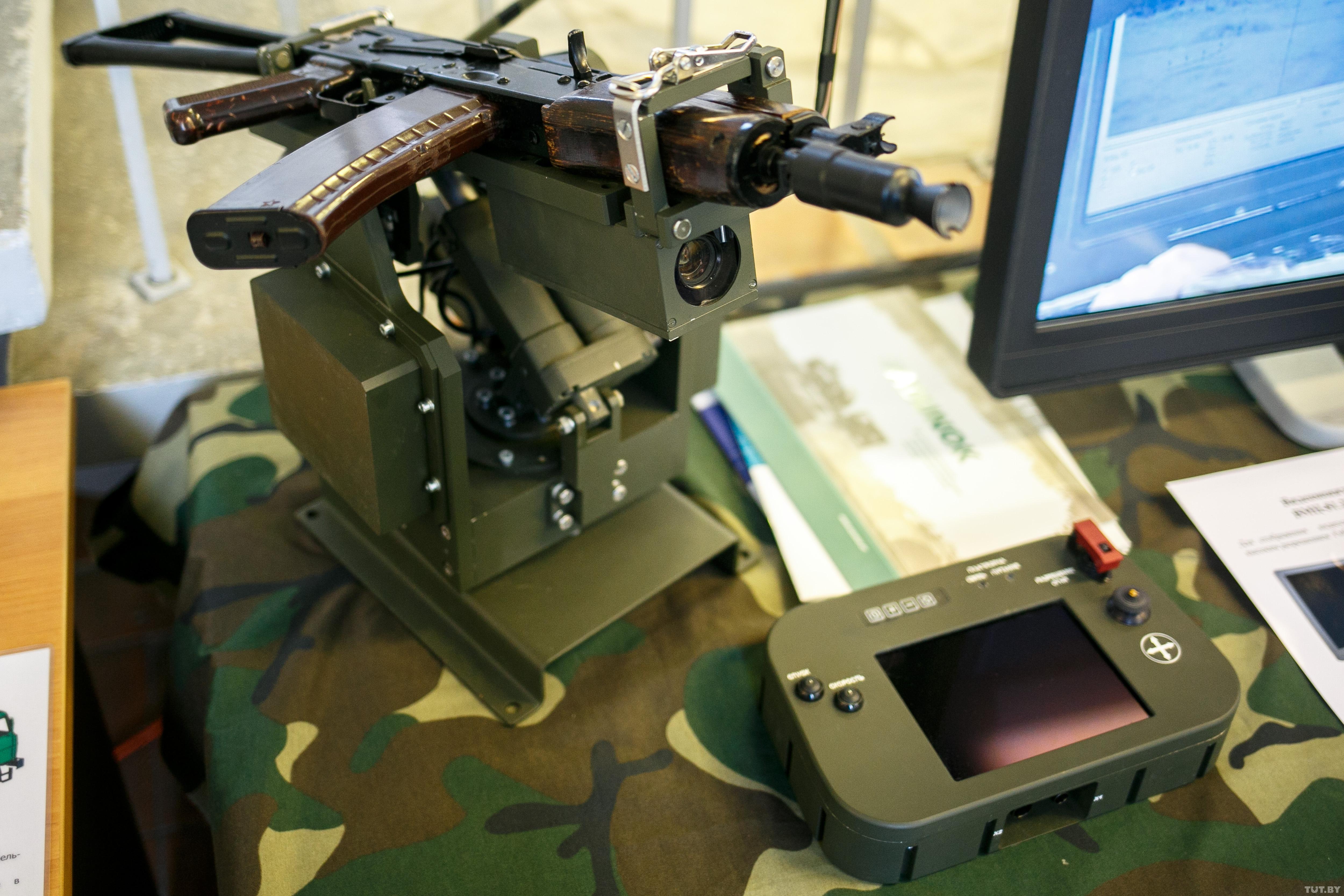 Роботизированная платформа, вооруженная автоматом АКС (АКМ) с калибром 5,45 мм, разработанная в белорусском КБ «Дисплей».