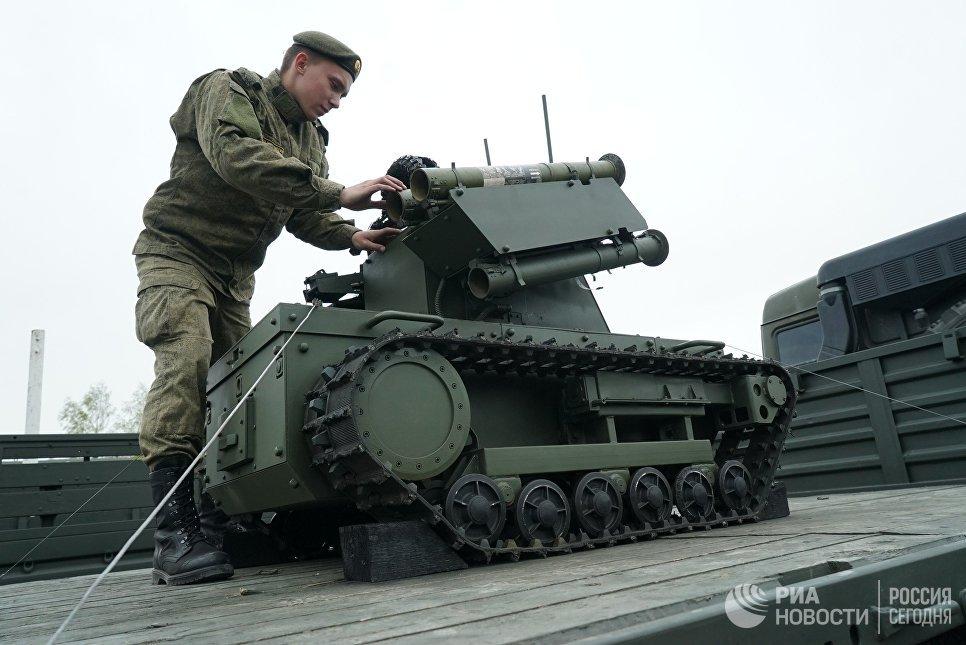 """Роботизированный комплекс """"Платформа-М"""" Балтийского флота в Калининграде."""