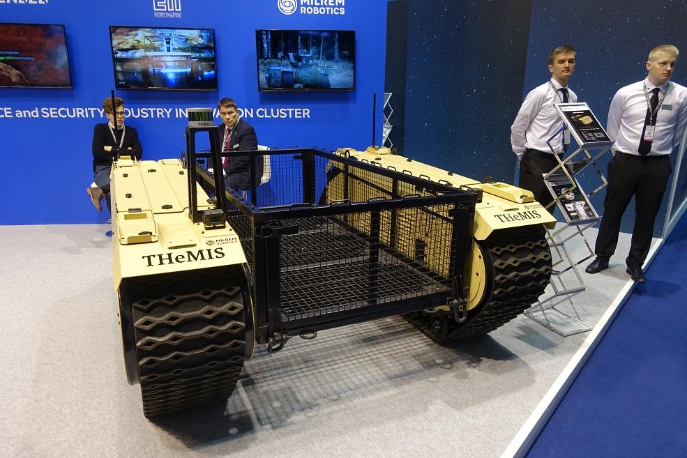 Роботизированный гусеничный транспортный робот THeMIS.