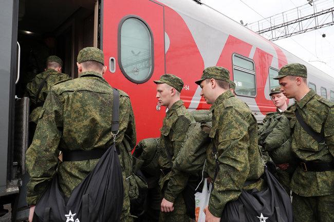 Российские призывники отправятся к местам службы не ранее 20 мая