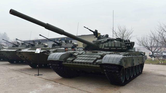 Российские танки Т-72 в Таджикистане