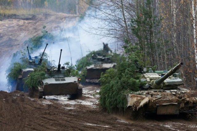 Российские танки Т-80БВ славятся высокой скоростью, проходимостью, мощным вооружением и хорошей бронезащитой.