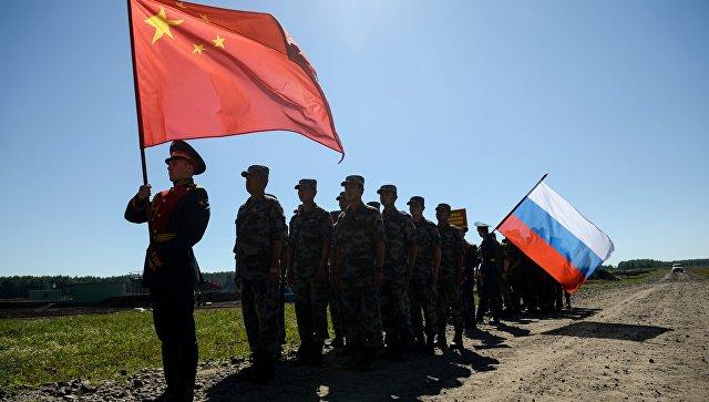 Российские и китайские военные. Архивное фото.