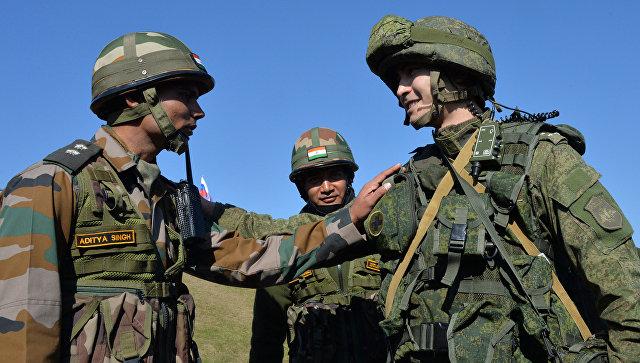 Российский и индийские военнослужащие. Архивное фото.