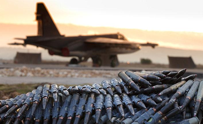 """Российский самолет на авиабазе """"Хмеймим"""" в сирийской провинции Латакия."""