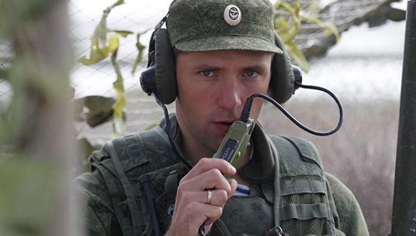 Российский военнослужащий выходит на связь. Архивное фото
