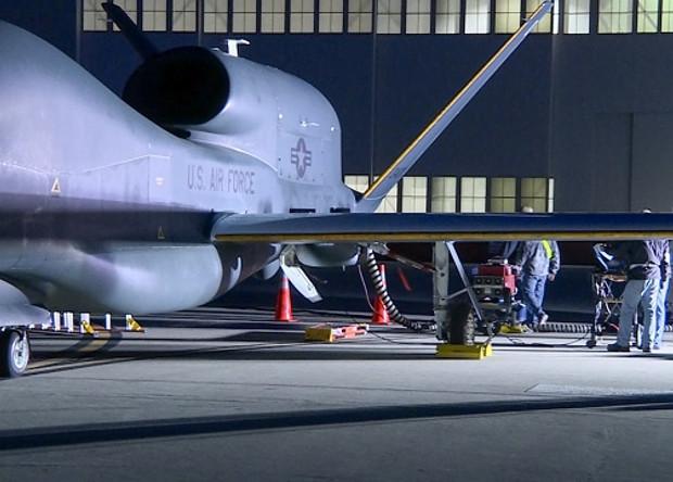 БЛА RQ-4B с напечатанной на крыле «ледяной» коркой.