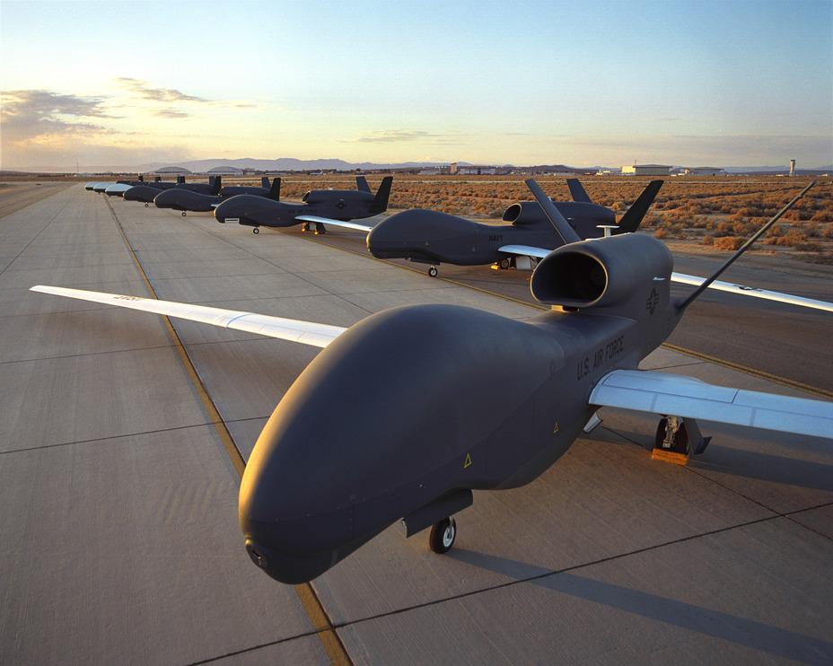 Беспилотники RQ-4 Global Hawk.